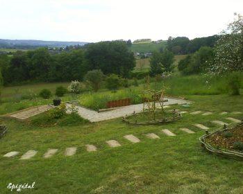 Exemple d'intégration dans la pente d'un jardin